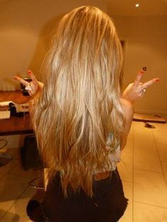 Want to go back to blonde hair. Maybe I should do a gold blonde rather then platinum? Long Layered Hair, Long Hair Cuts, Long Hair Styles, Blonde Hair Extensions, Gold Blonde, Warm Blonde, Hair Heaven, Great Hair, Gorgeous Hair