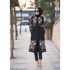 We Love Modest Fashion! Islamic Fashion, Muslim Fashion, Modest Fashion, Fashion Outfits, Style Fashion, Fashion Tips, Batik Fashion, Abaya Fashion, Batik Muslim