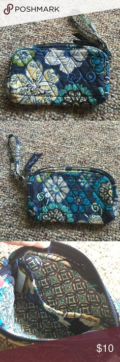 💙Vera Bradley Wristlet💙 Retired Mod Floral Blue Wristlet! It's a great little piece to have in your collection! Has a little wear on it but nothing horrible. Just a little dingy but could be cleaned! Does a zip closure and a small pocket on the inside. Vera Bradley Bags Clutches & Wristlets