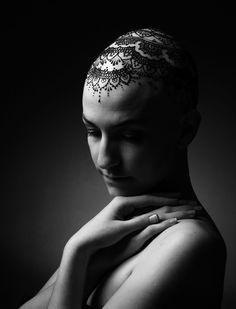 Woman with alopecia, wearing a henna crown.  Henna: www.alliebee.ca