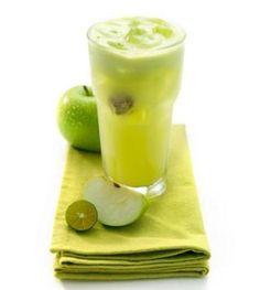Mele verdi, zenzero e limone per liberare il nostro corpo dalle tossine. Ecco come creare una bevanda che può essere consumata a stomaco vuoto appena svegli...