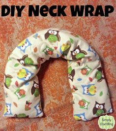 Everybody could use a little bit of relaxation. With today's gift idea, you could give this to anybody on your list. DIY neck wrap tutorial. #gift #DIY