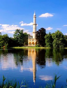 Minaret, Lednicko-Valtický / Czech Republic: The former confiscated Liechtenstein possessions of the princely family in Lednice-Valtice Prague, Wonderful Places, Beautiful Places, Lookout Tower, Beautiful Mosques, Heart Of Europe, Historical Monuments, Islamic Architecture, Places Of Interest