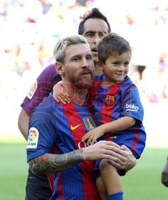 Thiago is so stinkin' cute! Lionel Messi, Messi 2017, God Of Football, Soccer Stuff, Best Club, Shakira, Psg, Soccer Players, Manchester United