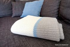 Tagesdecke stricken einfach Anleitung Basic Knitting for Beginners So, you-ve decided it-s time you Simply Knitting, How To Start Knitting, Easy Knitting, Learn To Crochet, Easy Blanket Knitting Patterns, Crochet Patterns, Bunny Crochet, Sofa Blanket, Blankets For Sale