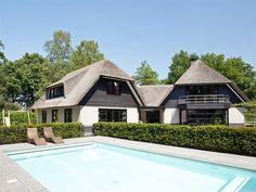 62 beste afbeeldingen van wit huis rieten kap & zwarte kozijnen