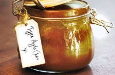 Toffee apple jam recipe - layers of toffee sauce and apple jam make this recipe delicious! It will only take you 40 minutes, and you'll need just 9 ingredients!