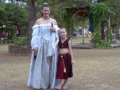 "Costume fail. Pleas, don´t call this ""Renaissance"". It´s ""Fantasy""."