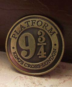 Spilla Binario 9 3/4. Prezzo standard: 3 euro.