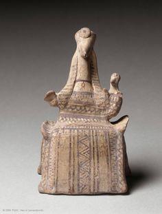 Courotrophe figurine sitting flat nosed mouse To BC Provenance and manufacture: Tanagra Statues, Catalogue Raisonne, Louvre Paris, Ancient Goddesses, Mycenaean, Art Antique, Mother Goddess, Geometric Decor, Small Sculptures
