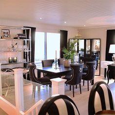 Den amerikanske boligdrømmen i Norge Decor, Furniture, Conference Room, Room, Home, Table, Conference Room Table