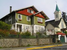 Discover the world through photos. Mansions, World, House Styles, City, Home Decor, Lakes, Southern Homes, Countries, Santiago