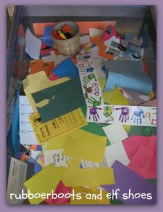 rubberboots and elf shoes: paper in the sand table - SO SMART! Practice cutting with scissors or tearing Motor Skills Activities, Classroom Activities, Fine Motor Skills, Kindergarten Sensory, Reggio Classroom, Preschool Classroom, Physical Activities, Physical Education, Scissor Practice