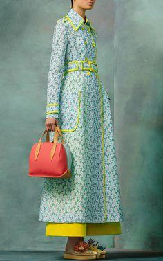 Delpozo Resort 2017 Fashion Show - Vogue - Hifow - Quick & Easy Recipes Fashion 2017, Look Fashion, Runway Fashion, High Fashion, Fashion Show, Womens Fashion, Fashion Design, Fashion Trends, Spring Fashion