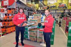 Anche il #VicenzaCalcio è fan dei nostri utensili, come dimostra questa foto di  #Fontanini e #Galano i quali erano ospiti alla festa del #bricolage presso il negozio #LeroyMerlin di Torri di Quartesolo.