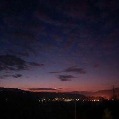 #buongiorno #goodmorning  #sicorrealle620 #corroenondormo #chidormenonpigliapesci #sicorreallalba #albarunner #albarunners #salute #runningman #runhappy #strava #stravarun #newbalance #newbalance1080v7 #asics #running #loverunning #friendsrunning #friends #scariconervi #rigenerarsi #afterrunning #runner #iamarunner #sunrise #alba #sky #skylover #skylovers : @alinob