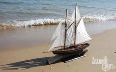 Model BLUENOSE on the sea http://zeglarskieklimaty.pl/jachty/157-replika-bluenose-77-cm-.html