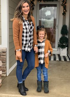 Stylish 37 Rustic Kids Winter Outfits Ideas That Looks So Cute Fall Family Photo Outfits, Girls Fall Outfits, Winter Outfits, Cute Outfits, Casual Outfits, Mommy And Me Dresses, Mommy And Me Outfits, Mom Daughter Matching Outfits, Mother Daughter Fashion