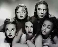Olha só o que achei no Pinterest, a primeira imagem das Spice Girls após a formação do grupo. *.*Curta aPágina no Facebookdoblog Uma Ques...