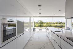 Gallery of Front Lake House / Nicolás Pinto da Mota - 7