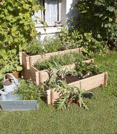 Potager en carré installé sur 3 étages dans le jardin, Leroy Merlin