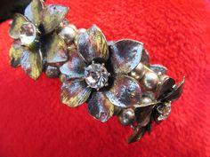 Bratara vintage cu model trandafiri,  argintata, elemente dispuse pe fire elastice groase, rezistente. Rococo, Coral, Vintage, Jewelry, Jewlery, Jewerly, Schmuck, Jewels, Vintage Comics