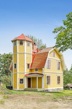 Tornhus med ett tornrum! :D This Old House, Gambrel Roof, Small Cottages, Dutch Colonial, Small Buildings, Swedish House, Sims House, Little Houses, House Floor Plans