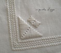 in punta d'ago Hardanger Embroidery, Hand Embroidery Patterns, Embroidery Stitches, Embroidery Designs, Sewing Pants, Baby Witch, Needlepoint, Needlework, Sewing Projects