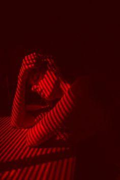 Apparemment, elle na jamais per - aesthetic Red Aesthetic Grunge, Aesthetic Colors, Bad Girl Aesthetic, Aesthetic Photo, Aesthetic Pictures, Aesthetic Dark, Aesthetic Gif, Aesthetic Vintage, Tableaux Vivants