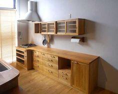 ヤマザクラが鮮やかな木製キッチン|オーダーキッチン