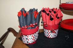 Ladybug Party - I would do the red napkin one! Ladybug Picnic, Ladybug Party, Ladybug Decor, Ladybug 1st Birthdays, First Birthdays, First Birthday Parties, Birthday Party Themes, Diy Birthday, Birthday Ideas