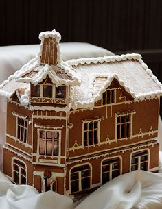 Love the flattened L-shape Gingerbread house