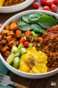 Taco Breakfast Bowl - lean seasoned ground turkey with sweet potato, spicy tomatoes, spinach, avocado and perfectly scrambled eggs for a filling high protein start to the day.#slimmingworld #weightwatchers #taco #breakfast #eggs #glutenfree #dairyfree #paleo #whole30