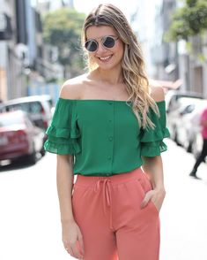 {Summer Wishes} Details! Chic Outfits, Fashion Outfits, Modelos Fashion, Chor, Short Tops, My Wardrobe, Her Style, Blouse Designs, Casual Looks
