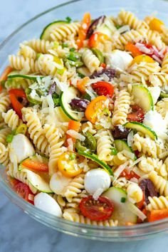 Easy Homemade Pasta Salad Recipe // Fresh and easy pasta salad packed with crisp vegetables, fresh mozzarella, and tossed with a simple homemade dressing. The perfect side dish! pasta Quick and Easy Pasta Salad Pasta Salad For Kids, Salads For Kids, Healthy Pasta Salad, Vegetarian Salad Recipes, Salad Recipes For Dinner, Vegetarian Soup, Summer Pasta Salad, Food Salad, Vegetable Recipes