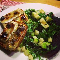 Rote Bete-Rucola-Apfel-Salat mit Ziegenkäse-Crostini  #food #foodblog #foodporn #mitliebegekocht #salat #rotebete #crostini #rucola #ziegenkäse