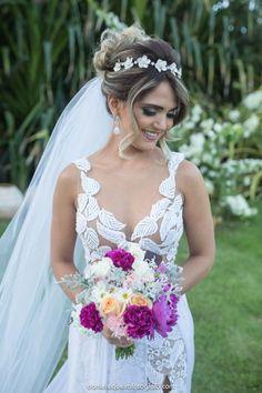 Ideas Bridal Updo With Tiara And Veil Bridesmaid Hair For 2019 New Bridal Hairstyle, Bridal Updo, Wedding Updo, Bride Hairstyles, Bridal Headpieces, Headband Hairstyles, Trendy Hairstyles, Updo Veil, Updo With Headband
