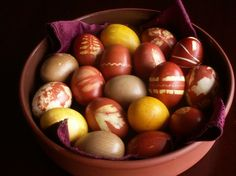 Serbian Easter: Naturally Colored Easter Eggs from bibberche.com