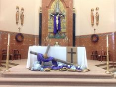 135 Good Pentecost Craft & Decorations Photo Ideas - Page 51 of 70 Lent Decorations For Church, Holy Thursday, Ash Wednesday, Decor Crafts, Craft Decorations, Jesus Crafts, Altar Design, Church Flowers, Church Banners