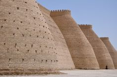 Forteresse de Boukhara, Ouzbékistan Organic Architecture, Islamic Architecture, Amazing Architecture, Architecture Design, Travel Around The World, Around The Worlds, Marco Polo, Empty Spaces, Silk Road