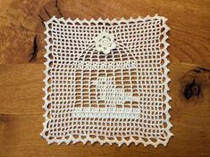Bird cage doily, The bird cage is equally a home for your chickens and an attractive tool. You are able to pick whatever you need among the bird cage designs and get far more unique images. Art Au Crochet, Crochet Birds, Crochet Pillow, Crochet Home, Thread Crochet, Cute Crochet, Crochet Motif, Crochet Doilies, Crochet Square Patterns