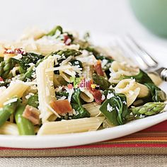 Mezze Penne pancetta ed asparagi