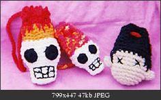 Shrunken Head and Flaming Skulls Wrist Bags - free crochet pattern