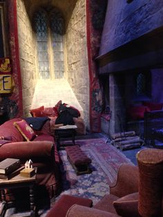 Gryffindor common room - Harry Potter WB studio tour - Took Golden Tours from London on Sat. 10am tour - small lines - 11:30am tour had big lines