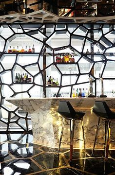 interior of the Ozone Restaurant in the Hong Kong Ritz-Carlton-great metal screen wall and geometry of bar Design Café, Deco Design, Cafe Design, Design Ideas, Design Projects, Bar Designs, Floor Design, Design Inspiration, Deco Restaurant