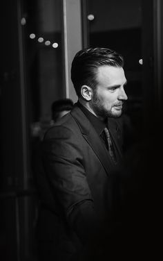 Well dressed man Chris Evans