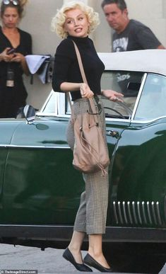 Ana De Armas and Adrien Brody are spotted on set of Blonde in LA Retro Outfits, Mode Outfits, Vintage Outfits, Casual Outfits, Fashion Outfits, Look Retro, Look Vintage, 50s Look, Look Fashion