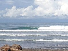 A nice wave in Dominical, where our first surf retreat will be located! www.conatussurfclub.com www.ranchodiandrew.com