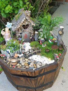 Inspiring Gnome Garden et Fairy Garden Design - Jardin Miniature Idee Fairy Garden Pots, Indoor Fairy Gardens, Fairy Garden Houses, Gnome Garden, Miniature Fairy Gardens, Garden Kids, Fairy Gardens For Kids, Fairy Gardening, Fairies Garden