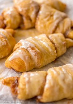 Cinnamon roll crescents are pretty famous. Check out how easy it is to prepare. You'll Need (for the crescents): 2 cans of refrigerated crescent rolls. 1 softened stick of Crescent Rolls, Crescent Roll Recipes, Crescent Dough, Cresent Rolls Breakfast, Crescent Chicken, Crescent Ring, Whoopie Pies, Muffins, Breakfast Dishes
